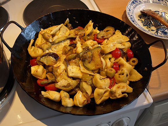 italienische-Tortellini-Auberginen-Pfanne